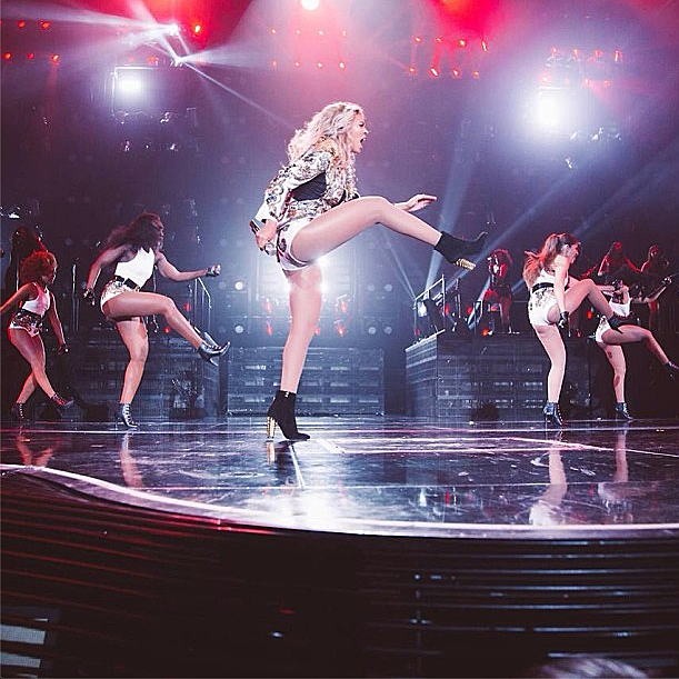 Beyonce on stage with dancers