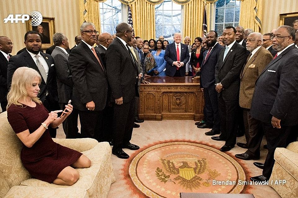http://time.com/4685269/kellyanne-conway-oval-office-photo/
